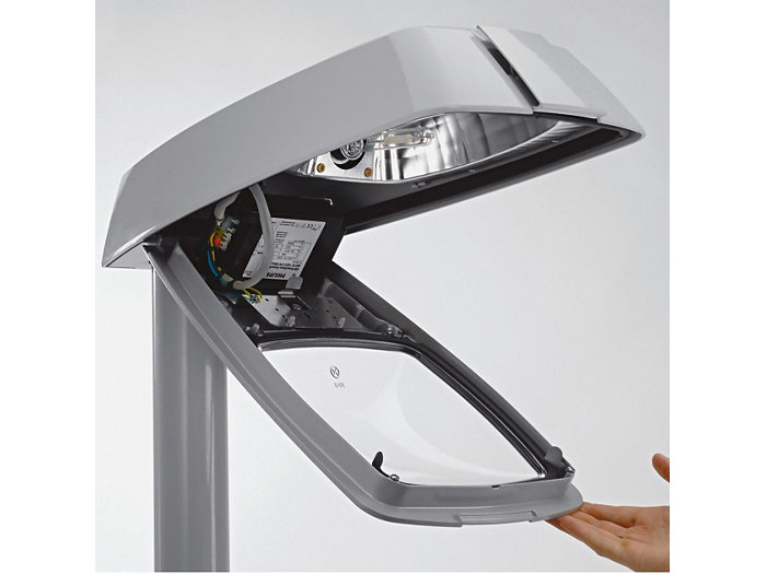 Toolless opening of the luminaire