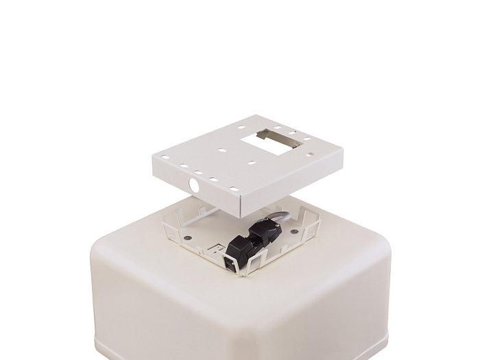 Pro rychlou a bezvadnou montáž na povrch se svítidlo DCP300 dodává s montážním rámem