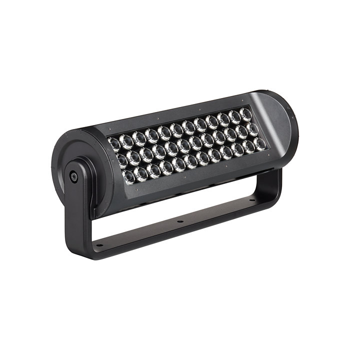 High-performance long-throw exterior LED luminaire with RGBA or RGBW light