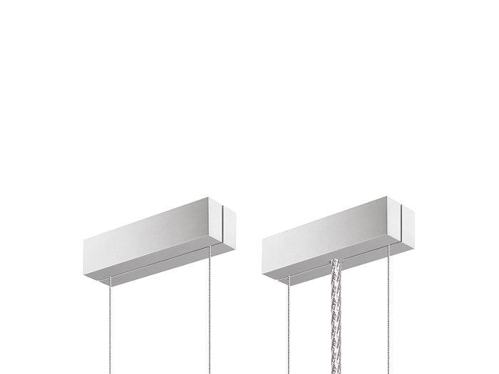 Set di sospensione con doppio cavo in acciaio e staffe per il fissaggio a soffitto (SMS). È possibile effettuare una regolazione rapida e precisa tramite un dispositivo a innesto. È incluso un cavo di alimentazione in metallo.