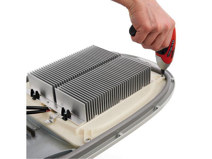 Einfache Umrüstung von konventionell auf LED (Verschrauben des LED-Moduls)