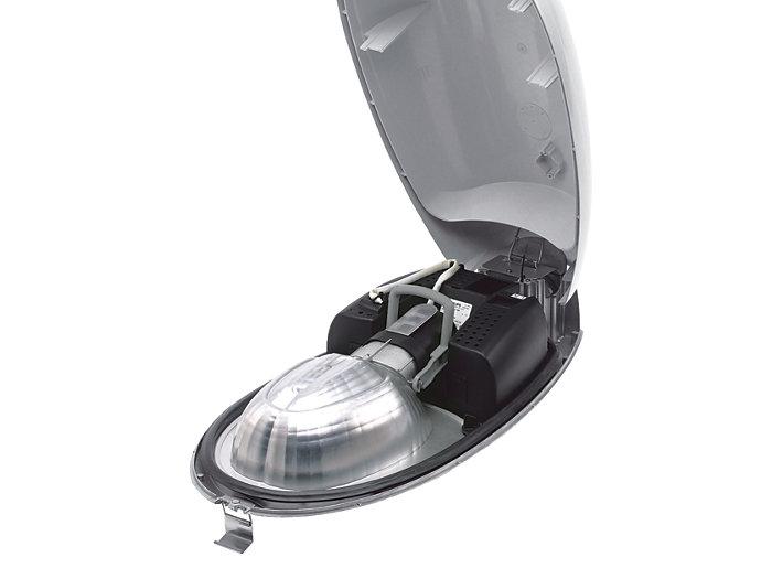 """""""Opti-C"""", gdzie odbłyśnik tworzy jedną część z kloszem, a uchwyt lampy jest przymocowany do odbłyśnika."""