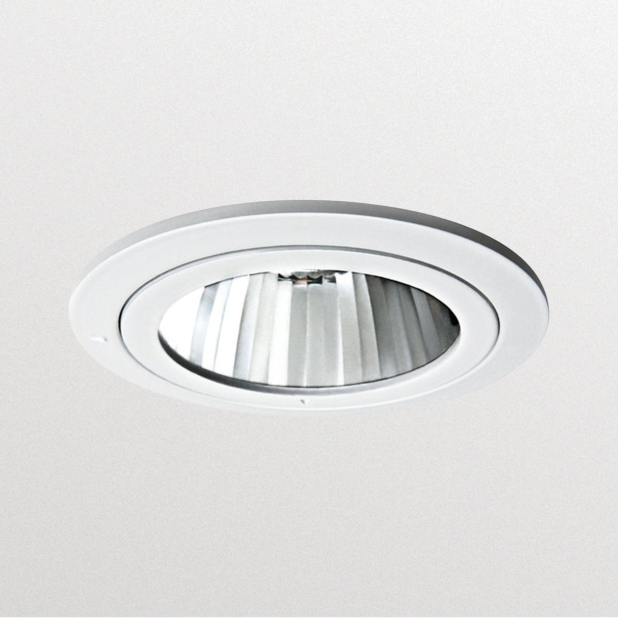 Smart Halogen Downlight – a reliable way to make your merchandise stand out