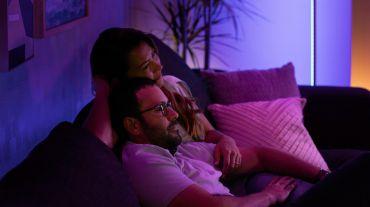 Sincronizează-ți dispozitivele media cu luminile inteligente