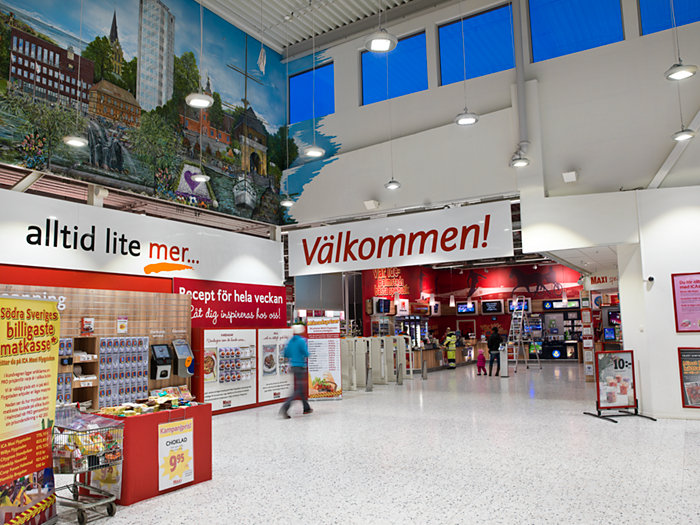 CoreLine high-bay in use in a Swedish shoppingcentre