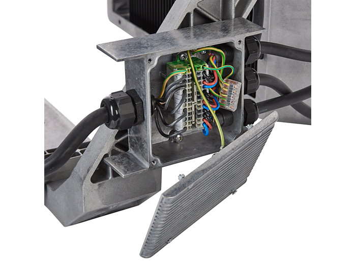 Electrical connection box of floodlight contains cable glands and push-in terminals enabling electrical connection to driver box.