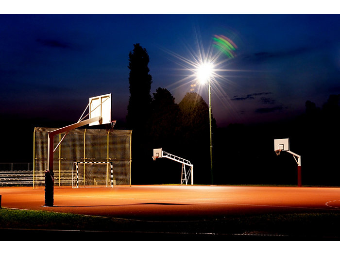 CoreLine tempo large - up to 217 watt in use on a basketball court by night